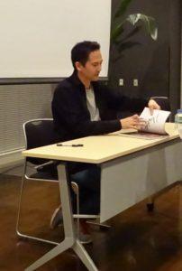 講演後はサイン会も開催された。
